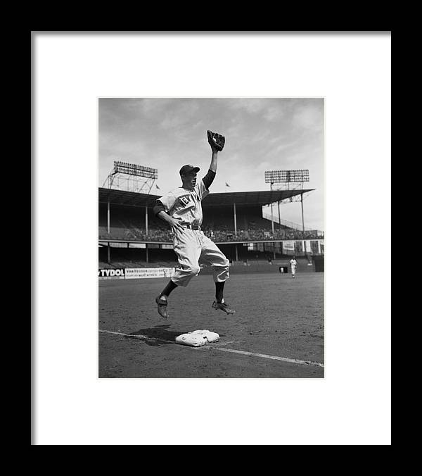 American League Baseball Framed Print featuring the photograph Gil Mcdougald by New York Daily News Archive