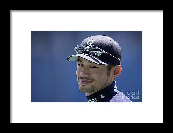 People Framed Print featuring the photograph Ichiro Suzuki by Ezra Shaw