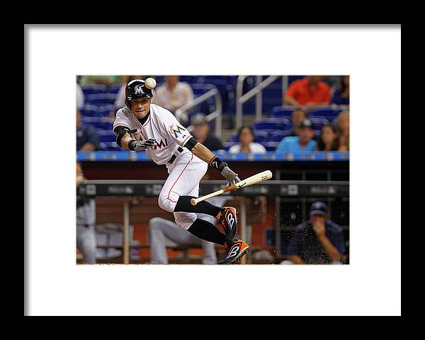 People Framed Print featuring the photograph Ichiro Suzuki by Mike Ehrmann