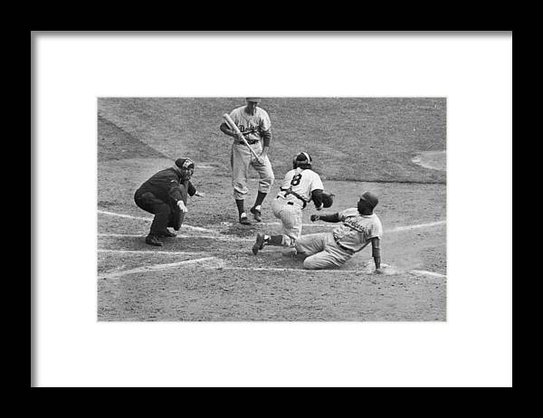 People Framed Print featuring the photograph Jackie Robinson And Yogi Berra by Hulton Archive