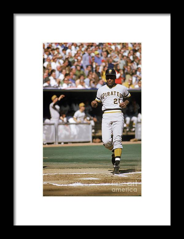 Scoring Framed Print featuring the photograph Roberto Clemente by Mlb Photos