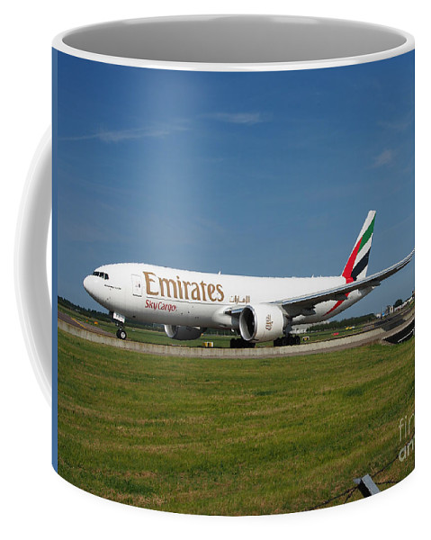 737 Coffee Mug featuring the photograph Emirates Boeing 777 by Paul Fearn