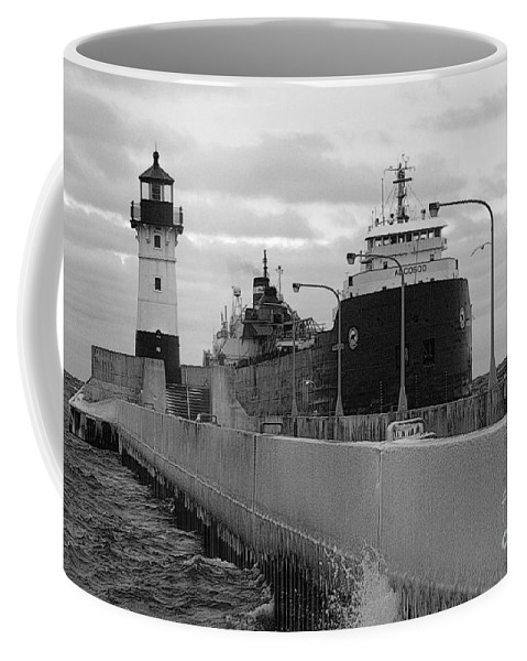 Duluth Mn Coffee Mug featuring the photograph Coming To Port by Rick Rauzi