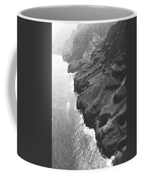 Pencil Coffee Mug featuring the photograph Napali Coast Of Kauai by Frank Wilson