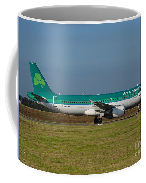 737 Coffee Mug featuring the photograph Aer Lingus Airbus A320 by Paul Fearn