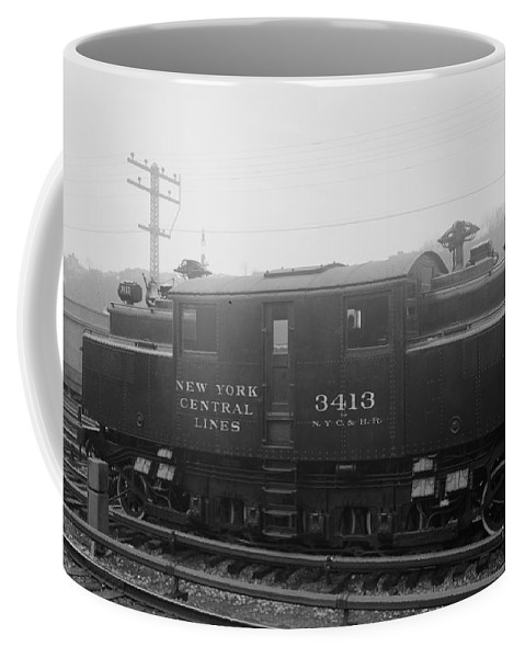 1905 Coffee Mug featuring the photograph New York Central Railroad by Granger