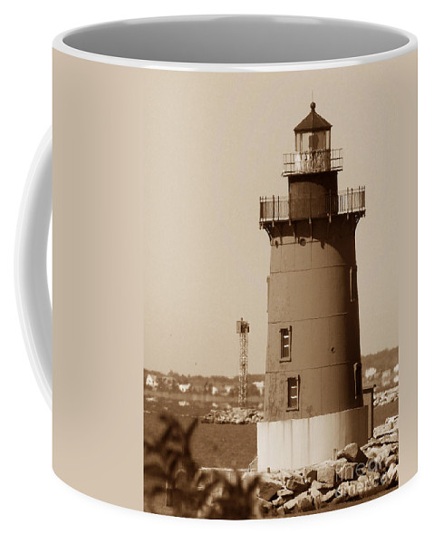 Lighthouses Coffee Mug featuring the photograph Delaware Breakwater Lighthouse by Skip Willits