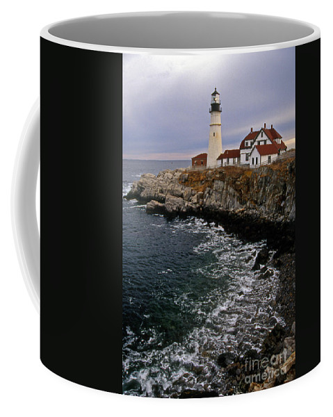 Lighthouses Coffee Mug featuring the photograph Portland Head Lighthouse by Skip Willits