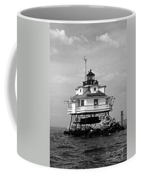 Lighthouses Coffee Mug featuring the photograph Thomas Point Shoal Lighthouse by Skip Willits