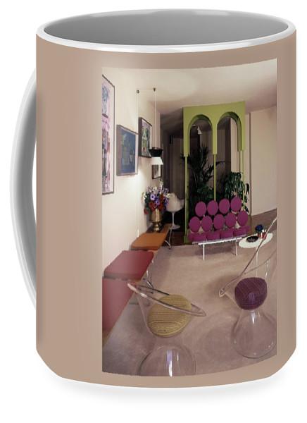 A Retro Living Room Coffee Mug