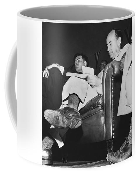 Shoe Coffee Stevenson Adlai Mug In Hole SqMGpzVU