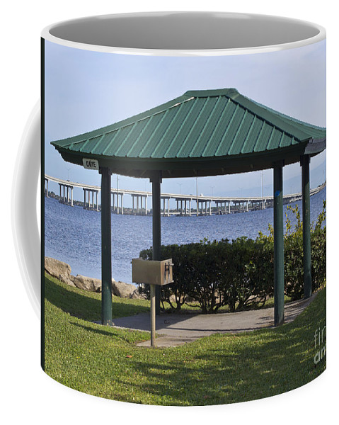 Picnic Coffee Mug featuring the photograph Ballard Park On The Eau Gallie River In Melbourne Florida by Allan Hughes