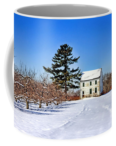 Recent Coffee Mug featuring the photograph Battlefield Farm House by Geraldine Scull