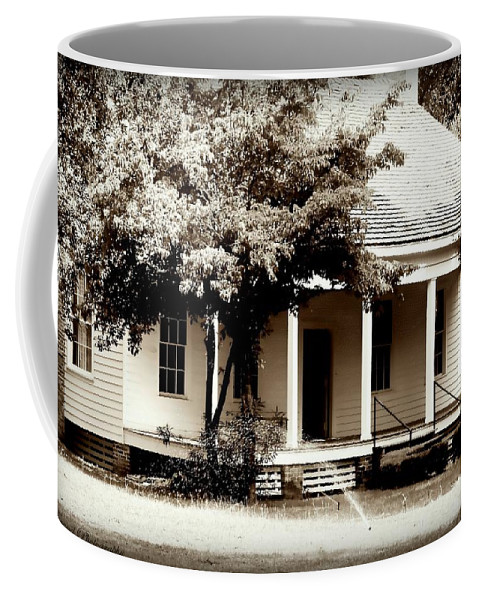 Bellevue Coffee Mug featuring the photograph Bellavue Plantation by Debra Forand