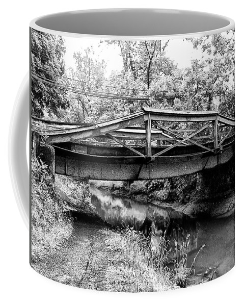 Bridge Coffee Mug featuring the photograph Bridge Over The Delaware Canal At Washington's Crossing by Bill Cannon