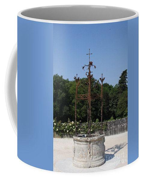 Well Coffee Mug featuring the photograph Chateau Chenonceau Well by Christiane Schulze Art And Photography