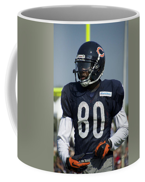 Chicago Bears Coffee Mug featuring the photograph Chicago Bears Wr Armanti Edwards Training Camp 2014 01 by Thomas Woolworth