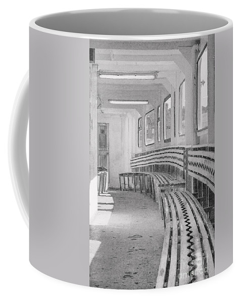 Ferry Coffee Mug featuring the photograph Cowes Floating Bridge by Linsey Williams