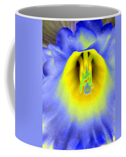 Daffodil Coffee Mug featuring the photograph Daffodil Dreams - Photopower 1920 by Pamela Critchlow