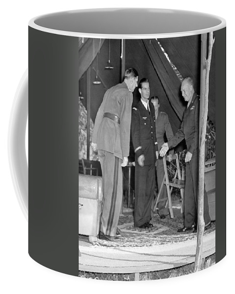 1944 Coffee Mug featuring the photograph Eisenhower Greets De Gaulle by Underwood Archives