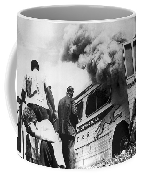 1961 Coffee Mug featuring the photograph Freedom Riders Bus Burned by Underwood Archives