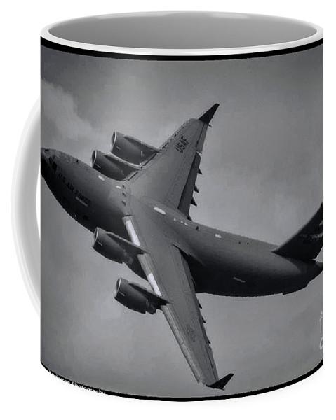 Boeing C-17 Globemaster Iii Coffee Mug featuring the photograph Globemaster IIi by Tommy Anderson