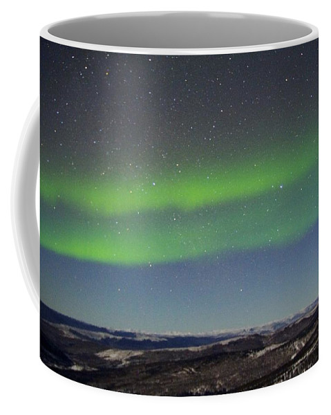 Alaska Aurora Borealis Coffee Mug featuring the photograph Green Lady Dancing 11 by Phyllis Spoor