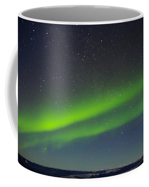 Alaska Aurora Borealis Coffee Mug featuring the photograph Green Lady Dancing 16 by Phyllis Spoor