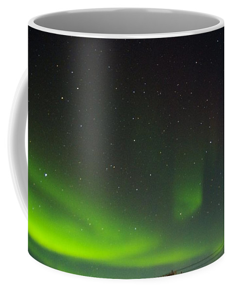 Alaska Aurora Borealis Coffee Mug featuring the photograph Green Lady Dancing 17 by Phyllis Spoor