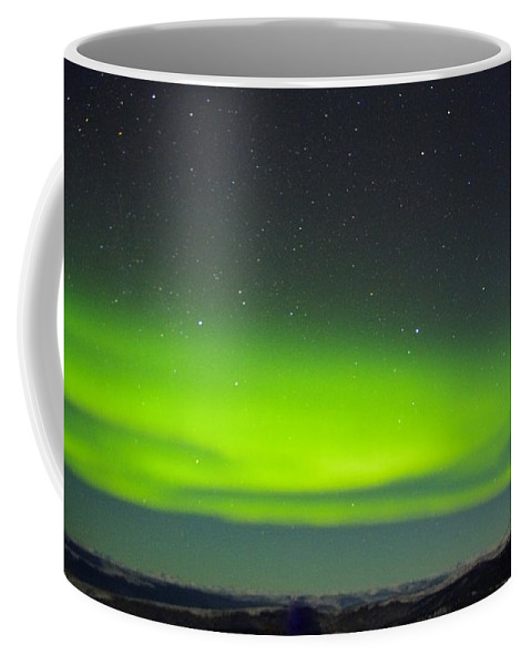 Alaska Aurora Borealis Coffee Mug featuring the photograph Green Lady Dancing 20 by Phyllis Spoor