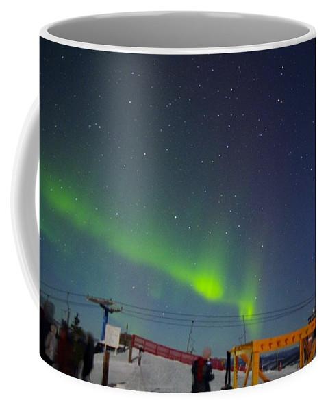Alaska Aurora Borealis Coffee Mug featuring the photograph Green Lady Dancing 26 by Phyllis Spoor