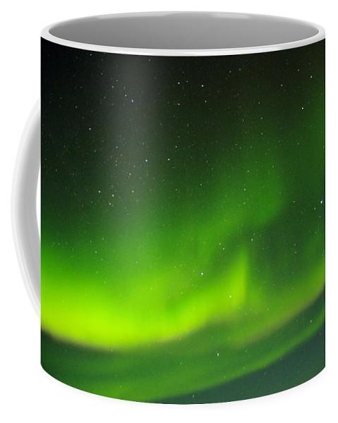 Alaska Aurora Borealis Coffee Mug featuring the photograph Green Lady Dancing 27 by Phyllis Spoor