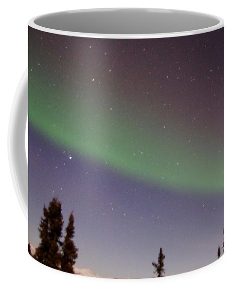 Alaska Aurora Borealis Coffee Mug featuring the photograph Green Lady Dancing 47 by Phyllis Spoor