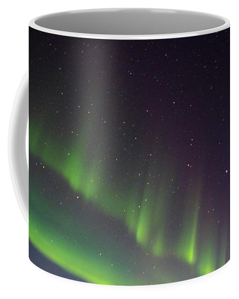 Alaska Aurora Borealis Coffee Mug featuring the photograph Green Lady Dancing 5 by Phyllis Spoor