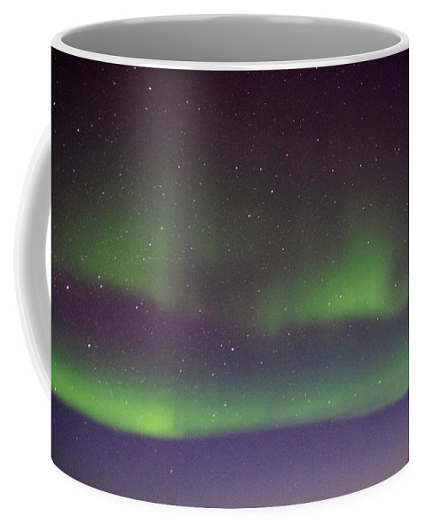 Alaska Aurora Borealis Coffee Mug featuring the photograph Green Lady Dancing 8 by Phyllis Spoor