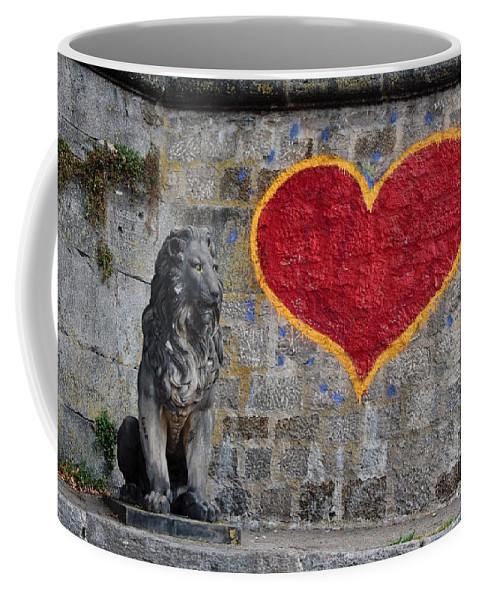 Statue Coffee Mug featuring the photograph Lionheart by Thomas Marchessault