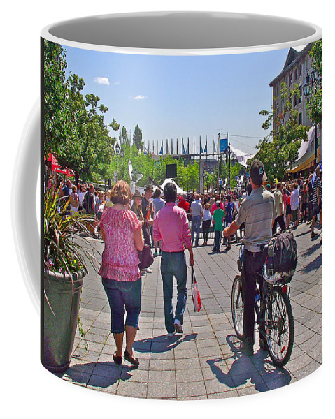 Lots Of People In Old Montreal Coffee Mug featuring the photograph Lots Of People In Old Montreal-qc by Ruth Hager