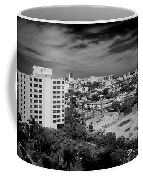 Miami Coffee Mug featuring the photograph Miami Beach - 0153bw by Rudy Umans