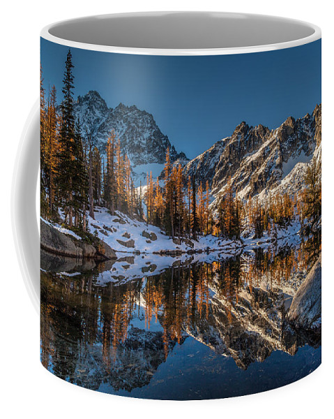 Fall Colors Coffee Mug featuring the photograph Morning At Horseshoe Lake by Mike Reid