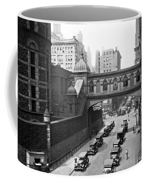 1924 Coffee Mug featuring the photograph New York City Bridge Of Sighs by Underwood Archives