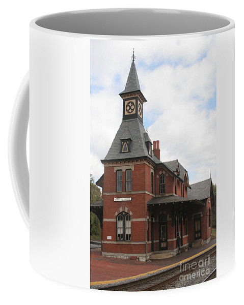 Train Coffee Mug featuring the photograph Point Of Rocks by Thomas Marchessault