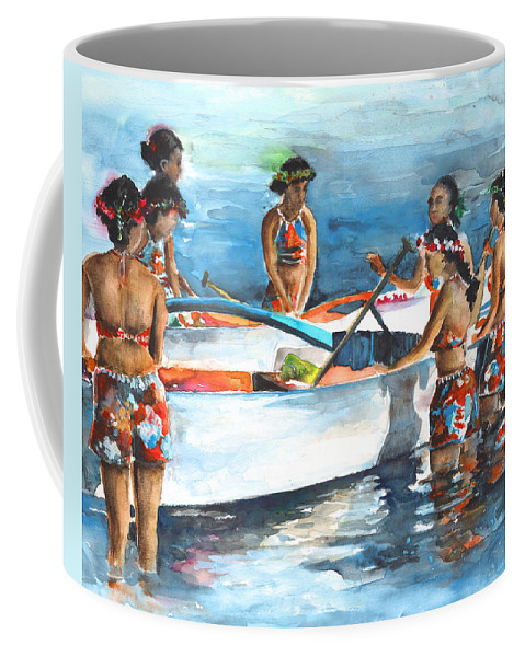 Travel Coffee Mug featuring the painting Polynesian Vahines Around Canoe by Miki De Goodaboom