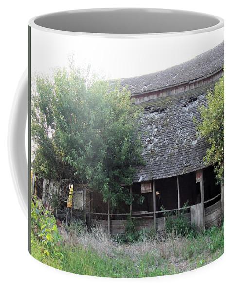 Barn Coffee Mug featuring the photograph Retired Barn by Bonfire Photography