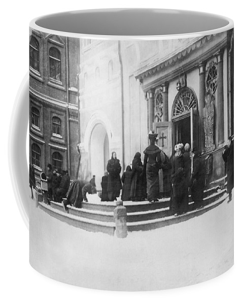 1915 Coffee Mug featuring the photograph Russians Pray For Wwi Victory by Underwood Archives