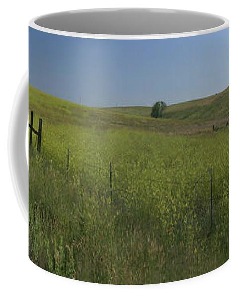 South Dakota Coffee Mug featuring the photograph South Dakota Homestead by Garry McMichael