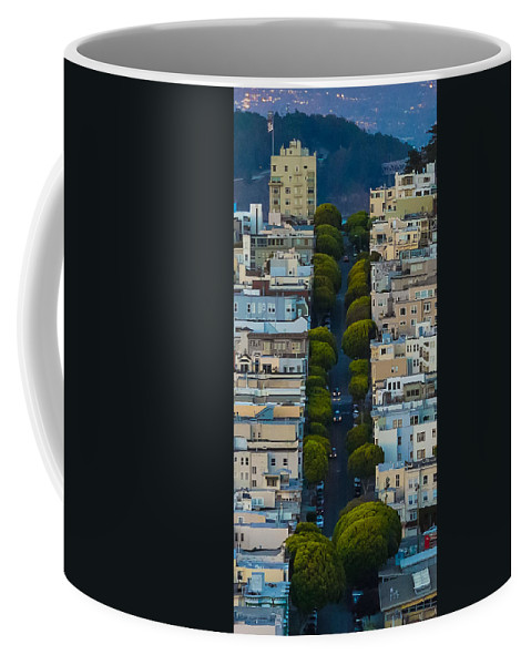 San Francisco Coffee Mug featuring the photograph Summer Green On Lombard Street by Scott Campbell
