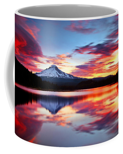 Mount Hood Coffee Mug featuring the photograph Sunrise On The Lake by Darren White