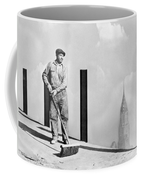 1931 Coffee Mug featuring the photograph Sweeping The Empire State Bldg by Underwood Archives