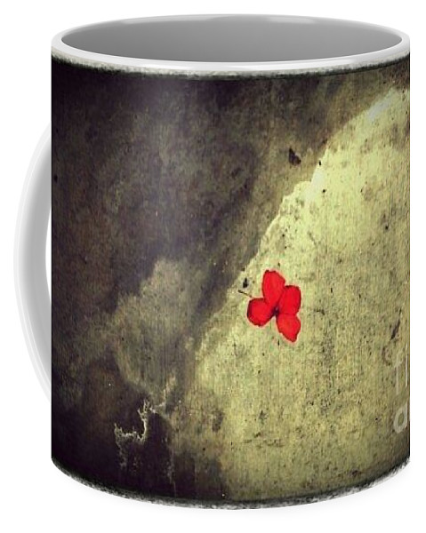 Street Snapshot Coffee Mug featuring the photograph The Breathing Reddish by Fei A