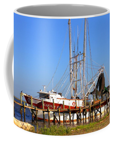 5660 Coffee Mug featuring the photograph The Captain Hw by Gordon Elwell